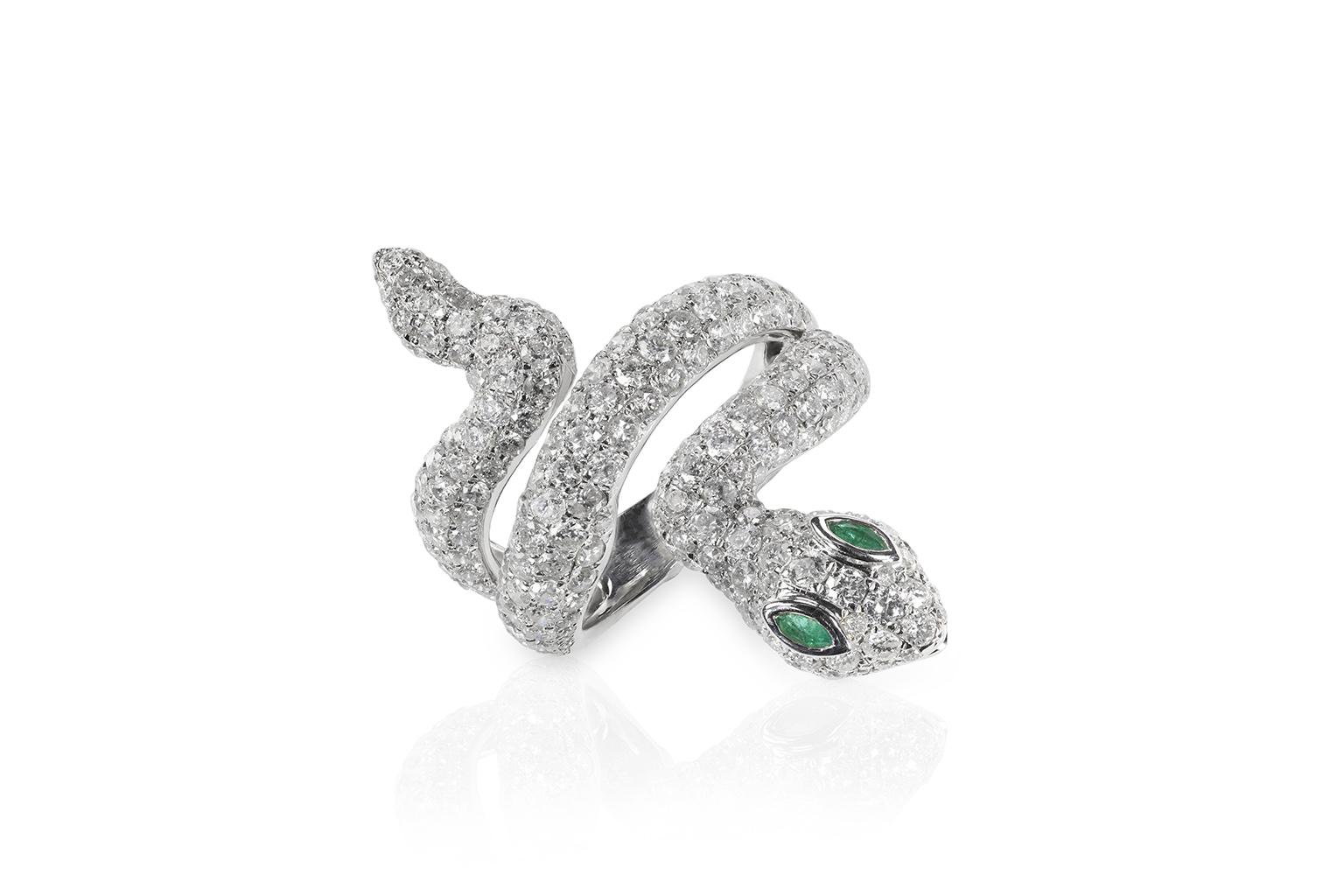 Anillo en forma de serpiente con diamantes incrustados con dos ojos en forma de esmeraldas, anillos de compromiso únicos y muy originales